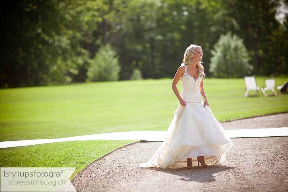 Søg information om gør-det-selv bryllupsplanlægning på nettet
