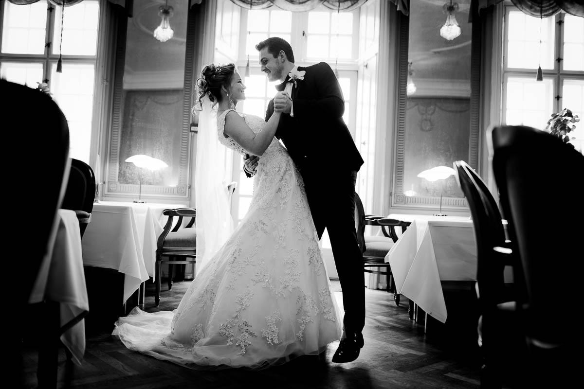 Brudevals trin for trin