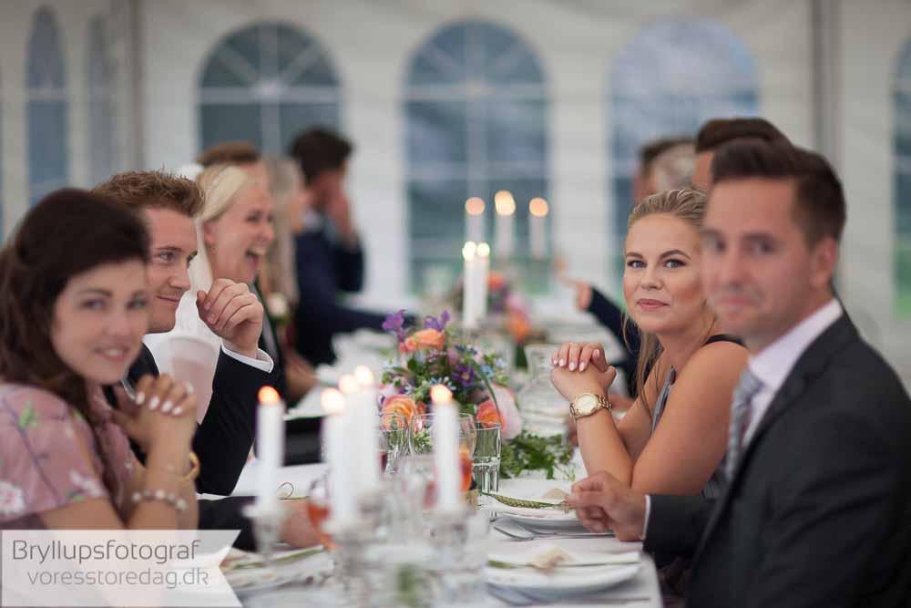 Hvordan laver man en gæsteliste til en bryllupsfest ?