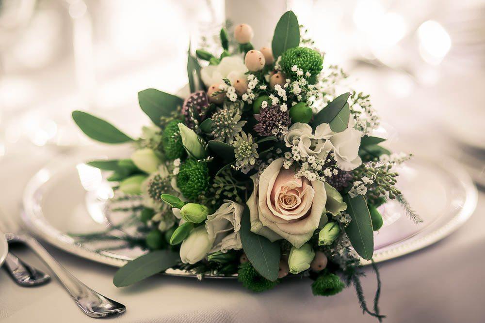 Brudebuketter og blomster pynt til bryllup