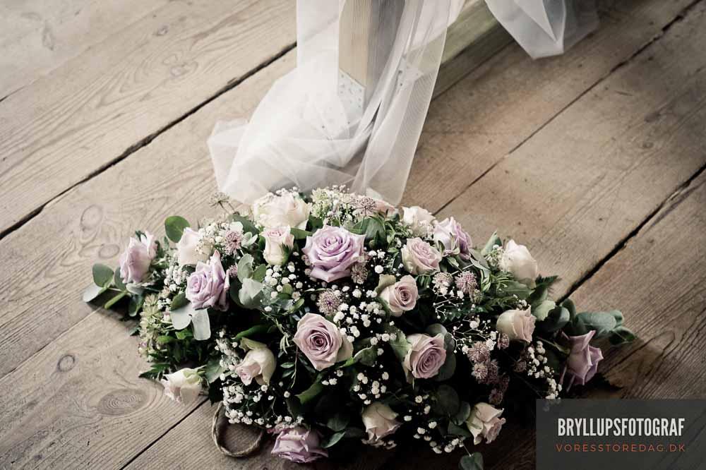 Brudebuket og knaphulsblomst